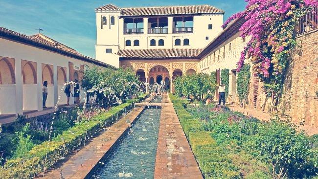 Patio de la Acequia y Pabellón Sur, El Generalife, Alhambra