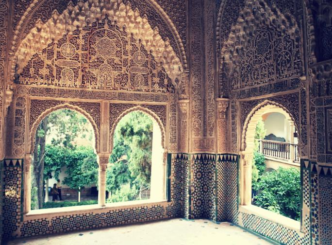 Mirador de Lindaraja. Al fondo, el patio del mismo nombre. Alhambra