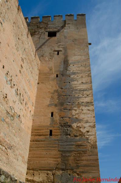 Lateral de la Torre con su clásico tapial calicostrado