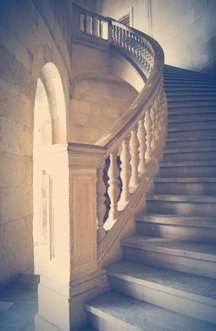 Escalera hacia la segunda planta del Palacio de Carlos V, Alhambra