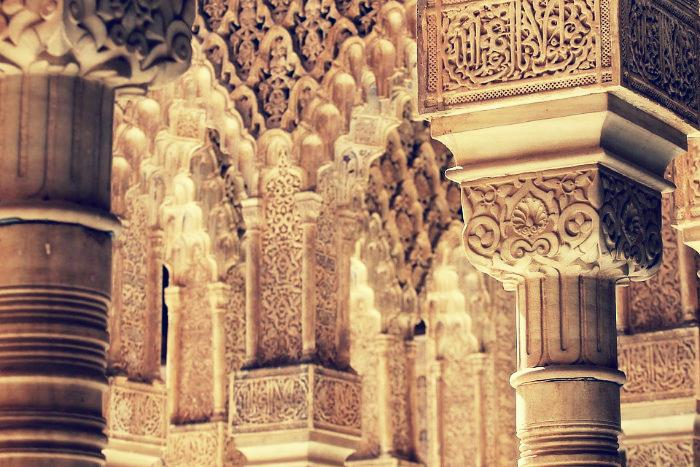 Detalles de las columnas del Patio de los Leones