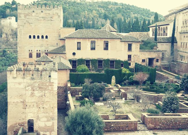 Patio y Torre de Machuca vista desde la Alcazaba de la Alhambra