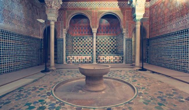 La Sala de las Camas en el interior de los Baños Reales. Alhambra