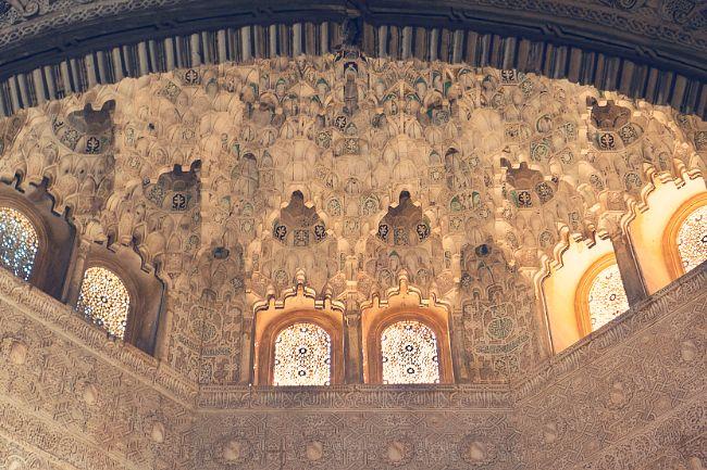 sala de las dos hermanas alhambra cupula