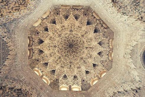 sala de las dos hermanas alhambra granada cupula