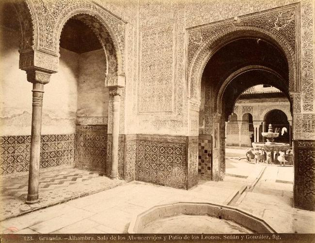 Interior de la Sala de los Abencerrajes, Alhambra. FOTO: Señán y González